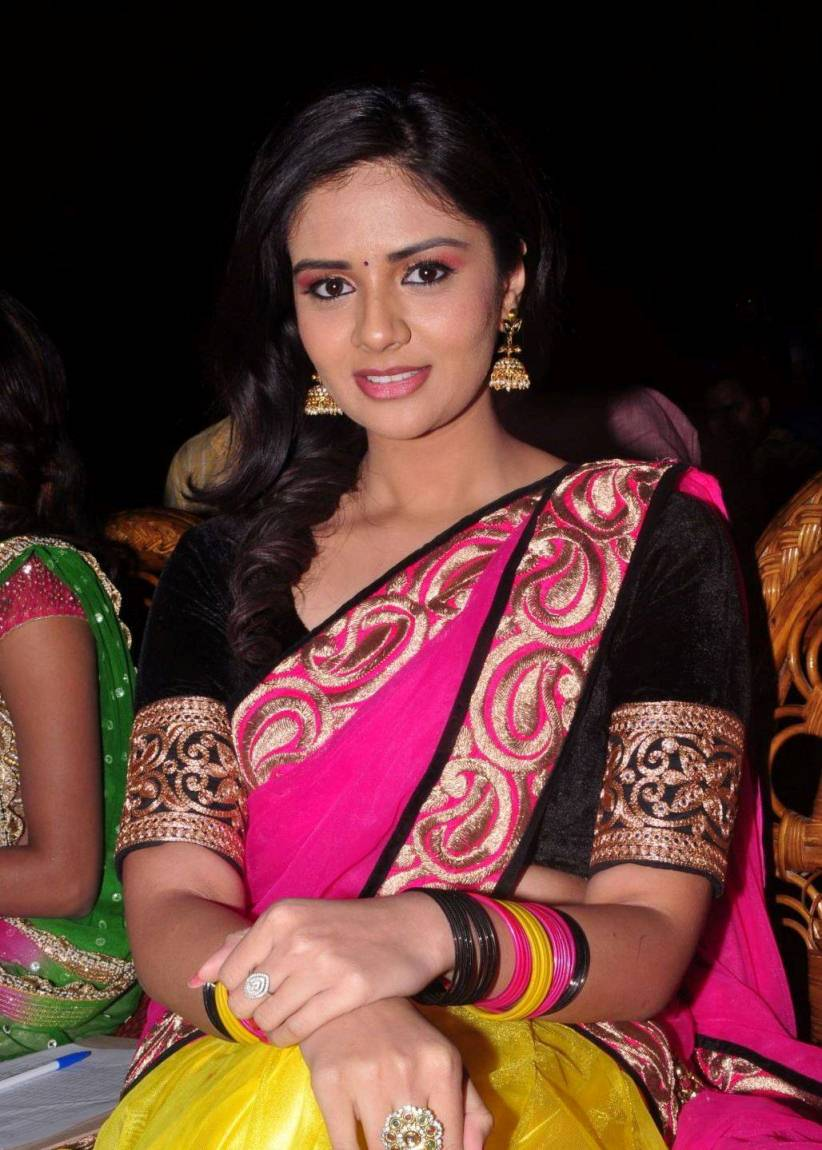 Telugu TV Anchor Hot Photos In Pink Half Saree Sreemukhi