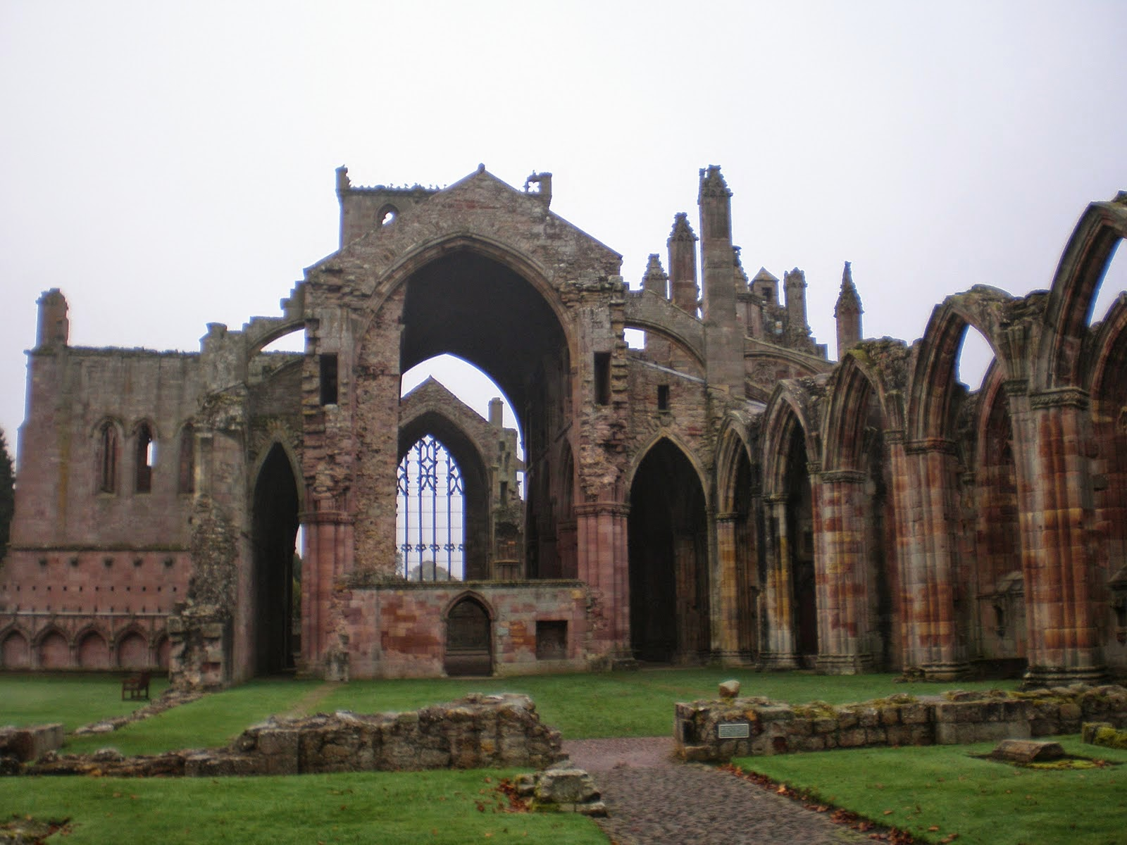 Melrose Abbey: Must-See Historic Ruins near Edinburgh, Scotland | CosmosMariners.com