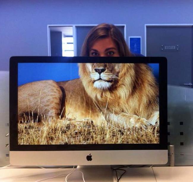 mujer con un tigre