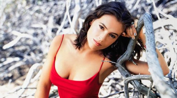 Alyssa Milano Sexiest Pictures