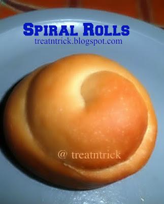 Spiral Yeast Rolls Recipe @ treatntrick.blogspot.com