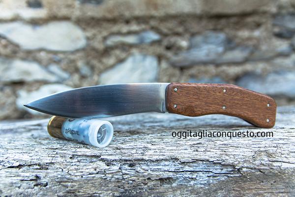 Oggi taglia con questo coltello da bushcraft
