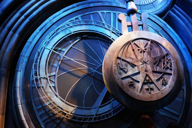 Images à modifier Warner-bros-studio-harry-potter-horloge-poudlard