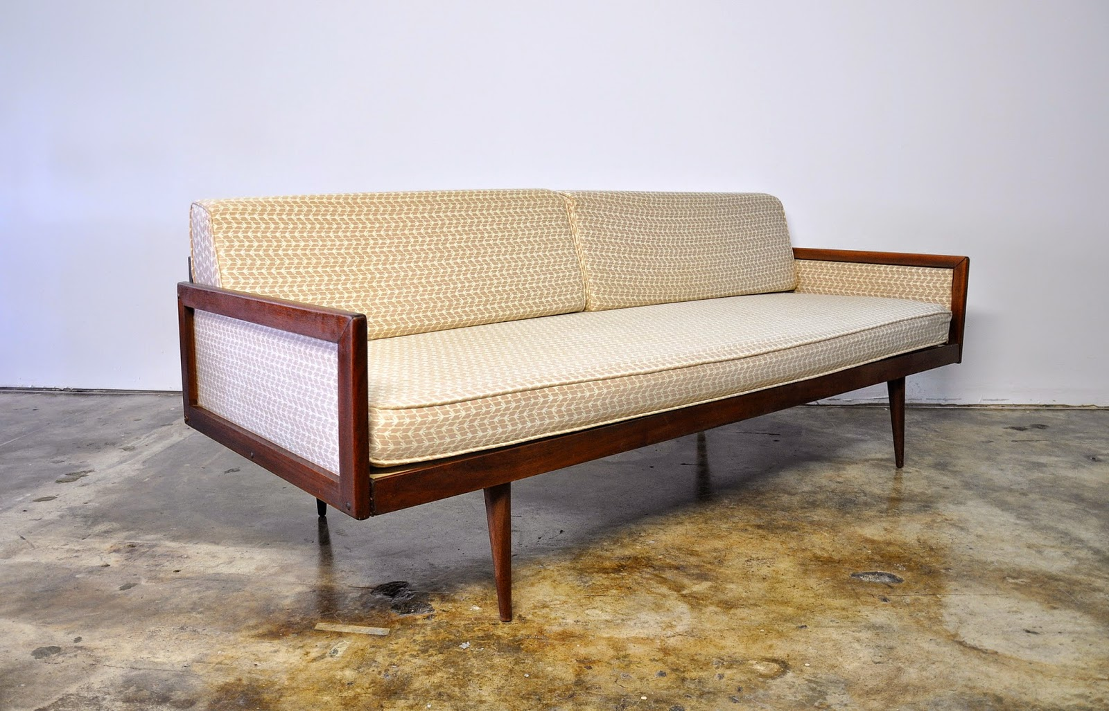 Danish Modern Daybed Or Sofa on Wooden Legs Couch