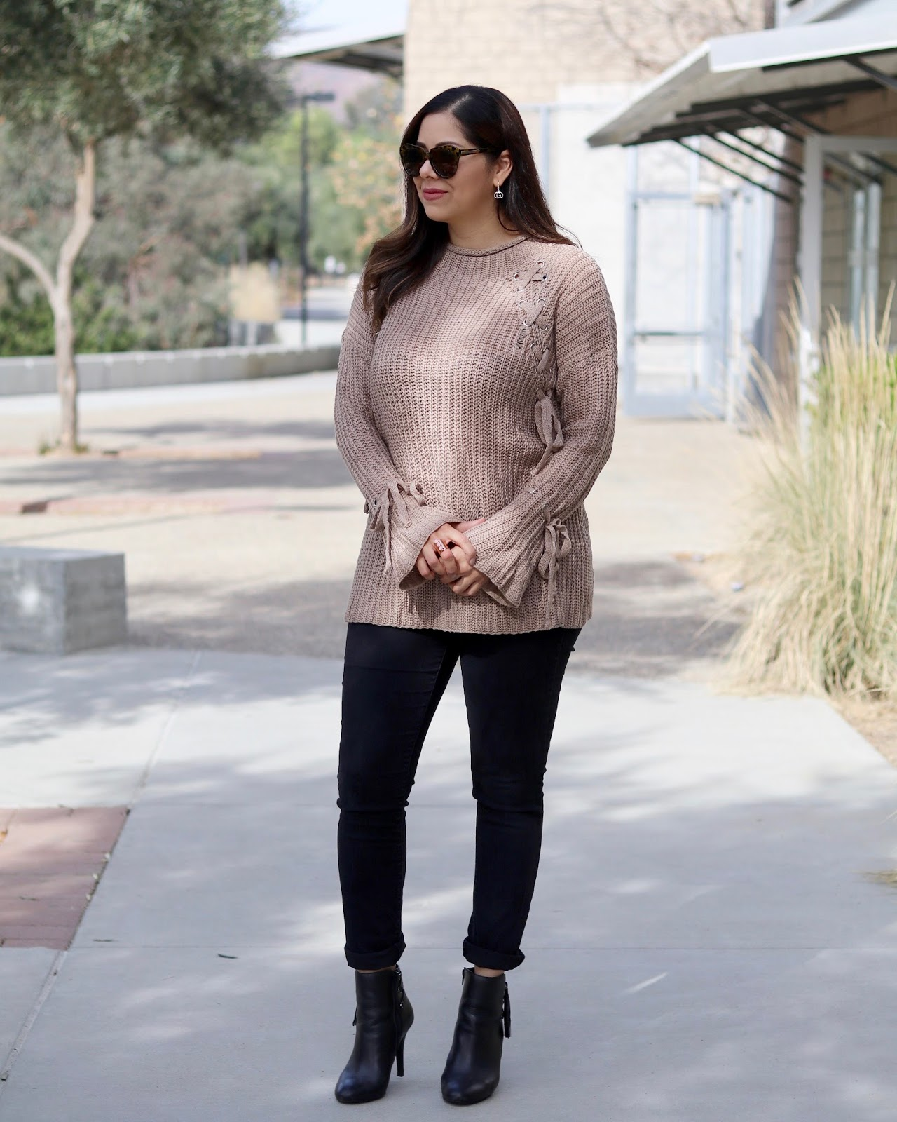stylish sweater outfit, stylish mom outfit, affordable fashion blogger