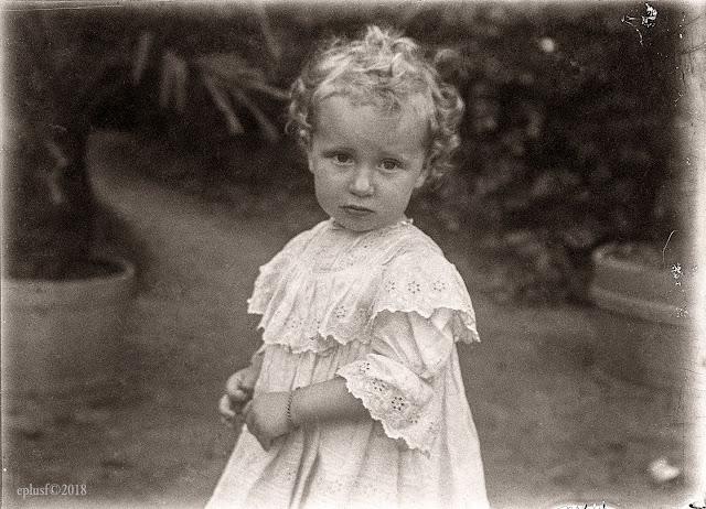 Yvonne, fille d'Eugène, circa 1908