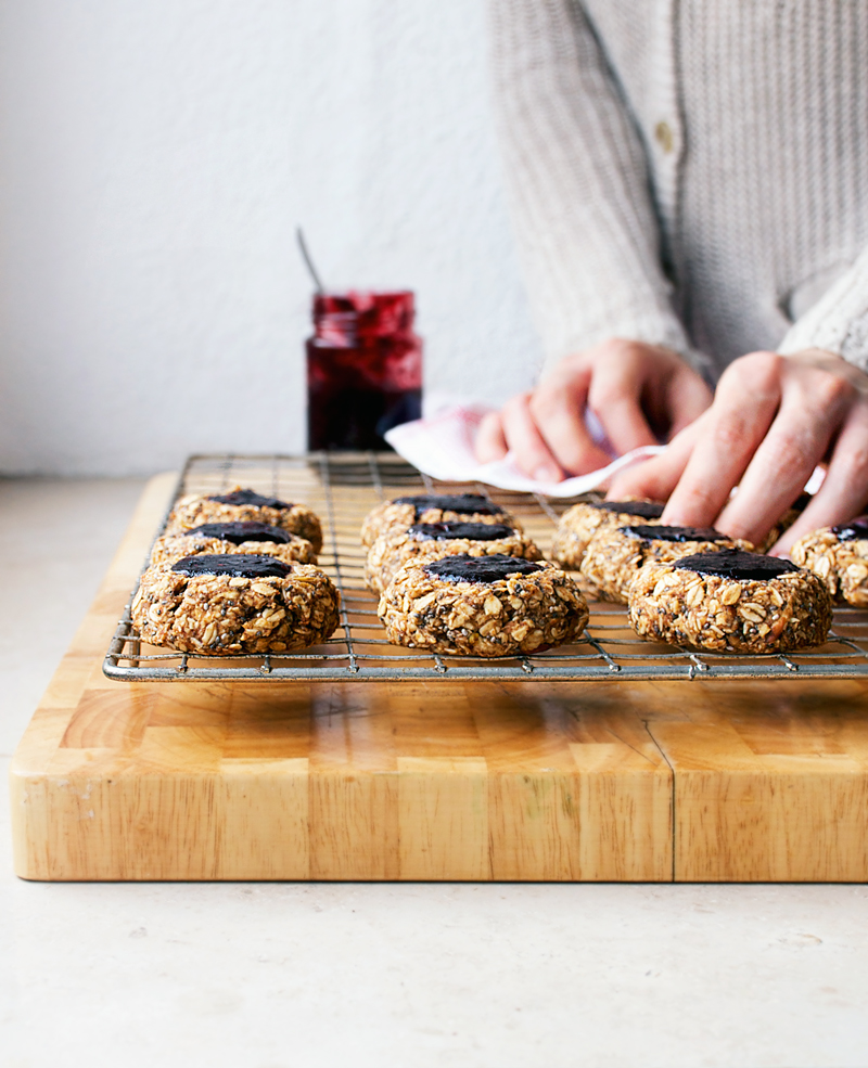 Gluten free oatmeal thumbprint cookies filled with blackberry jam make a nice autumn treat. These sugar free cookies are sweetened with apple and dates, and they're vegan to boot.