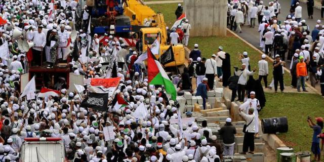 Polisi Selidiki Penghinaan Bendera Merah Putih Saat Demo FPI
