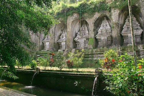 Il suggestivo complesso rupestre di Gunung Kawi, a Bali