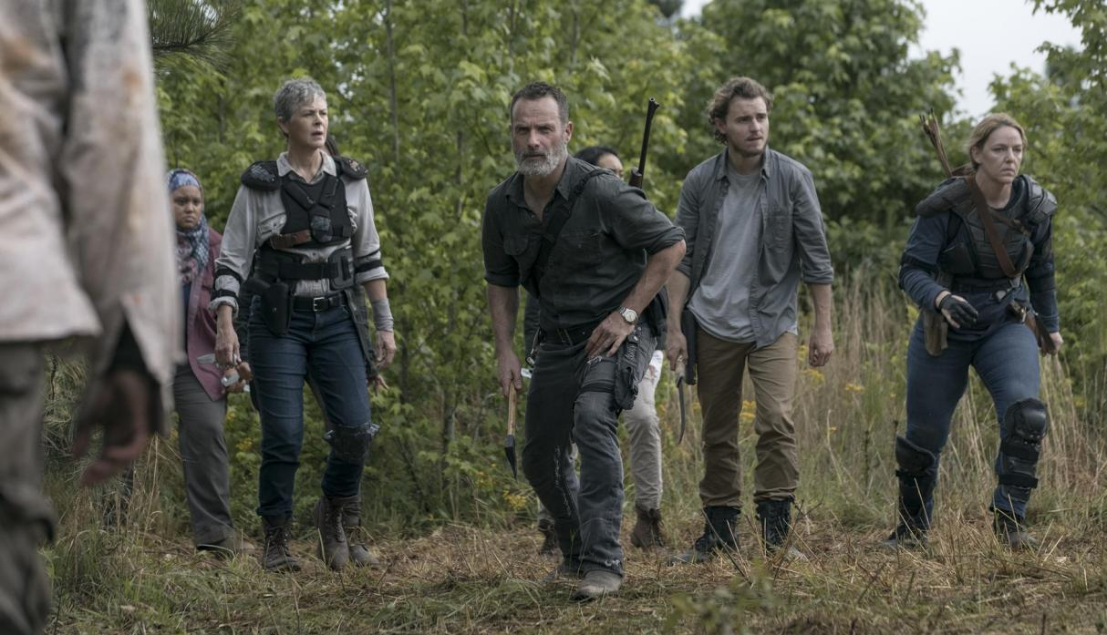 Rick, Carol y Alden, en el episodio 9x02 The Bridge de The Walking Dead