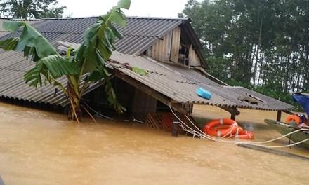Hà Tĩnh 2700  hộ dân bủa vây bởi lũ lụt