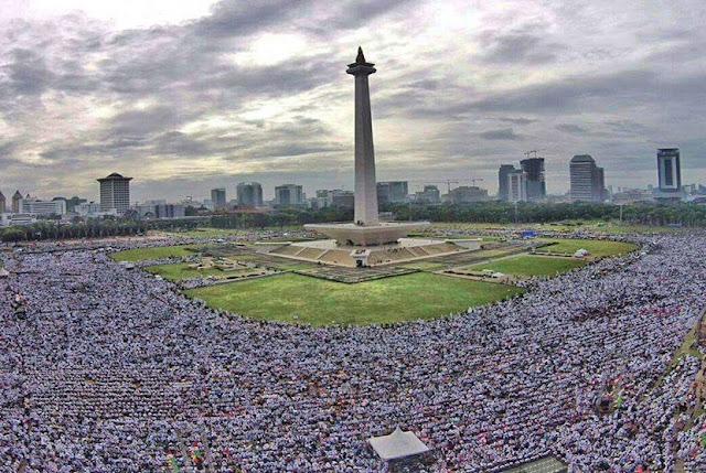 Umat Islam Indonesia Mayoritas, Diperlakukan seperti Minoritas - BeritaIslam24 = OpiniBangsa