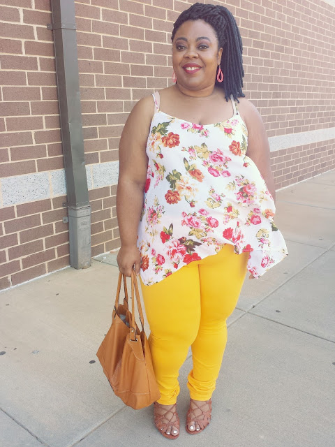 floral tank, 2016 pantone spicy mustard, jeggings, lace up sandals, curvy blogger, round hips, pear shaped