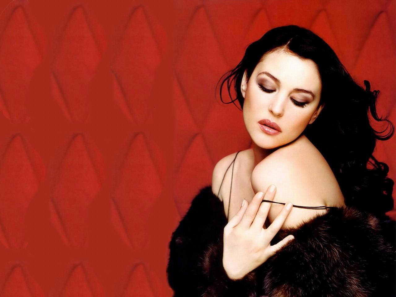monica bellucci hd nude wallpapers