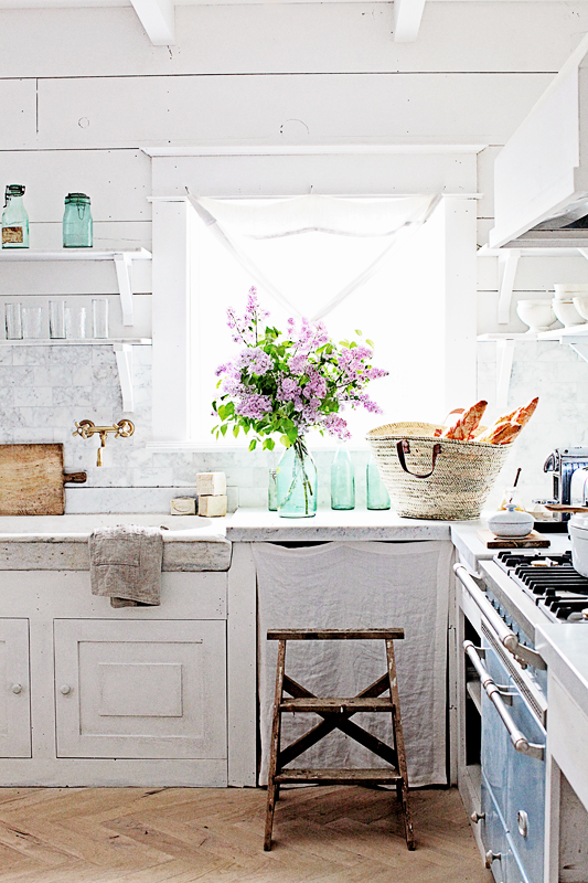 Rustic elegance is a quality of so many charming farmhouse kitchens, and touches of blue add interest and personality...come tour lovely #kitchendesign and #kitchendecor