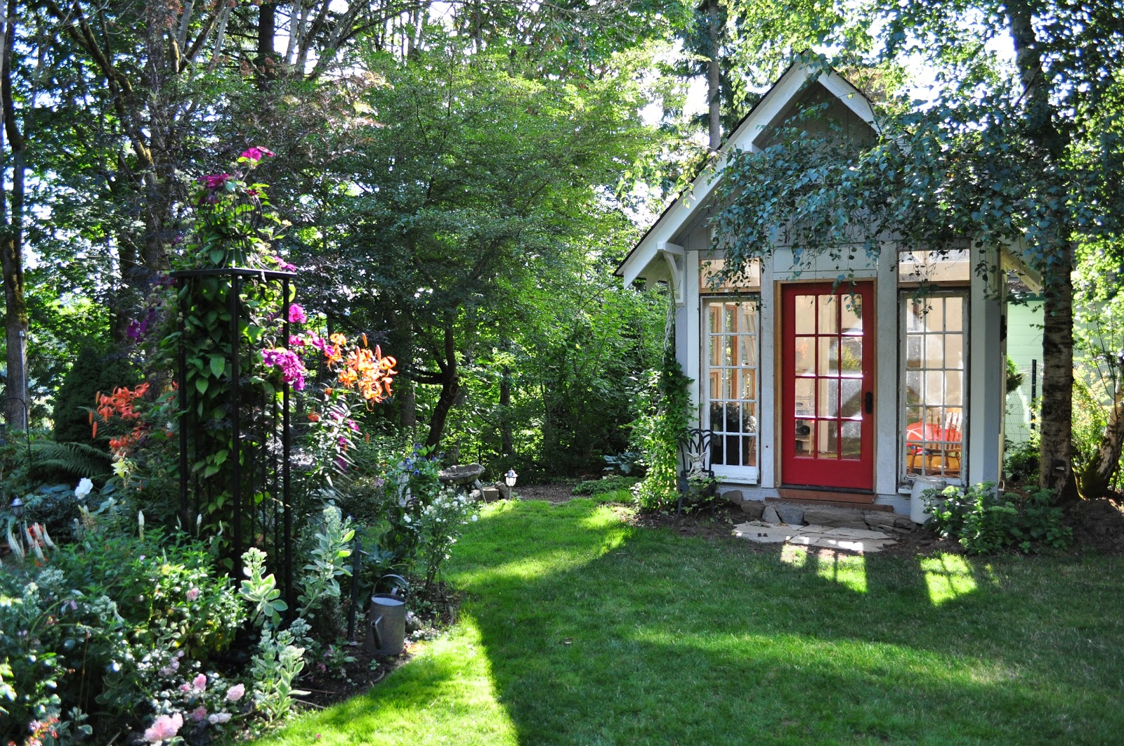 Cottage Gardens: Tied Up In Ribbon: Sarah's Garden Cottage