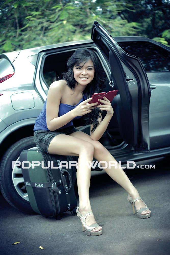 Model Majalah Popular World Foto Tiara Sakti Model