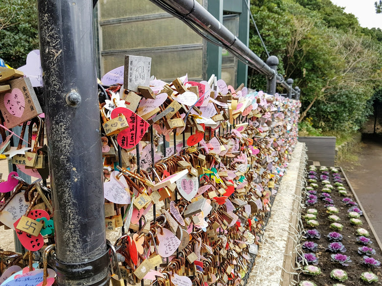 戀人之丘,鎖上許多的情人鎖