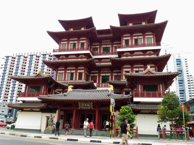 佛牙寺龍華院,從牛車水原貌館展示歷史中,得知這附近是以前的停屍街…