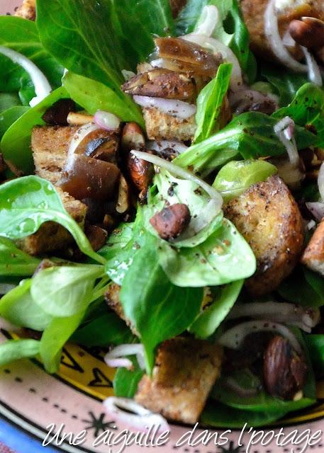 Salade de mâche au sumac, dattes et amandes yotam ottolenghi