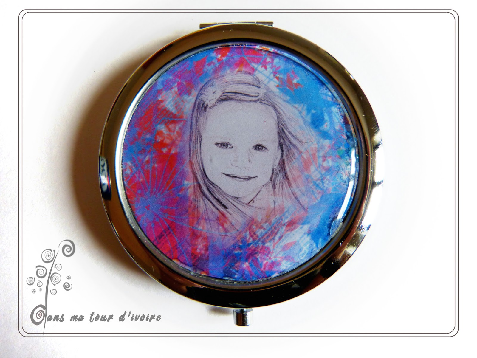Dans ma tour d 39 ivoire bijoux textiles par lydia nowik for Miroir de poche mirrorbook air