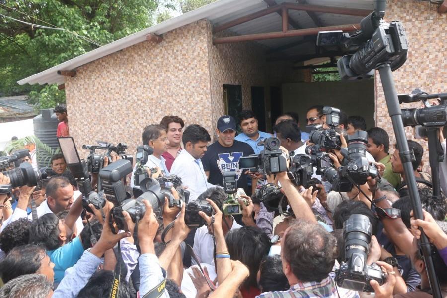 Salman Khan Joins BMC's Campaign In Mumbai