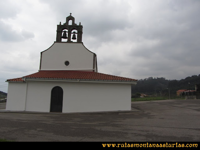 Ruta de los Dólmenes y Monte Areo: Iglesia de Santiago