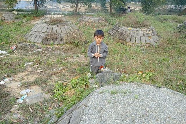 Ước mơ được đến trường 2 bé mồ côi cả cha lẫn mẹ huyện Lộc Hà - Hà Tĩnh