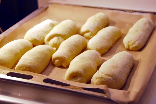 Hotdog-Brötchen vor dem Backen | pastasciutta