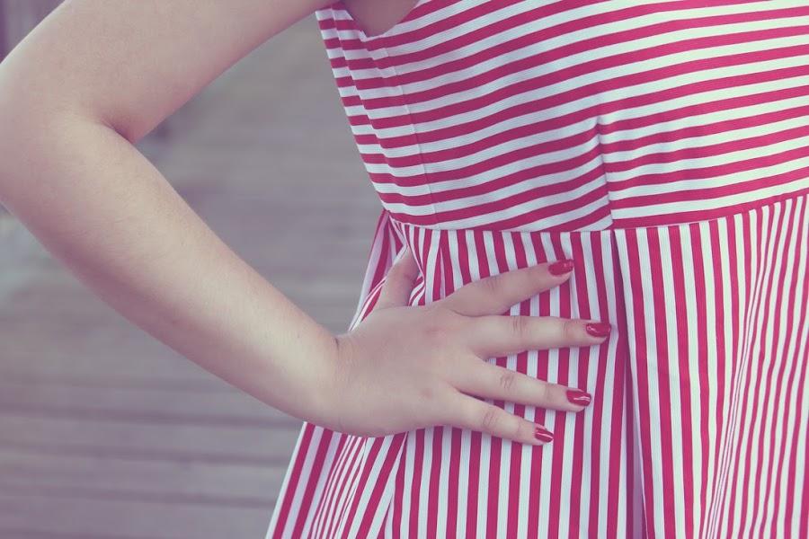 Vestido de rayas estilo marinero