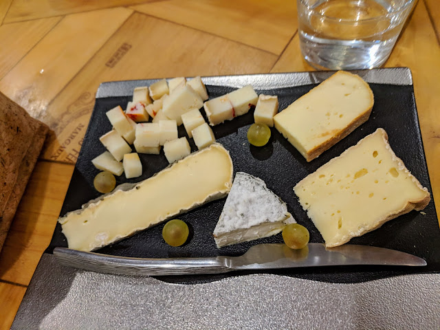3 days in Bordeaux itinerary: wine and cheese at Les Bistrot des Frerots