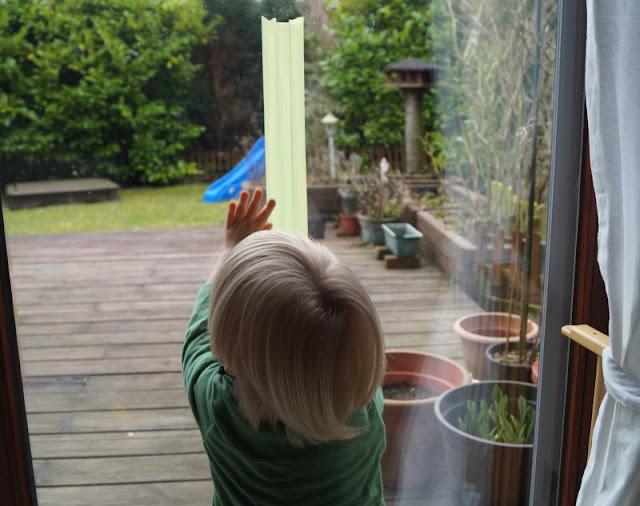 DIY: Unser Masking Tape Osterbaum. Mit Kindern zu basteln macht umso mehr Spaß und ist ganz einfach!