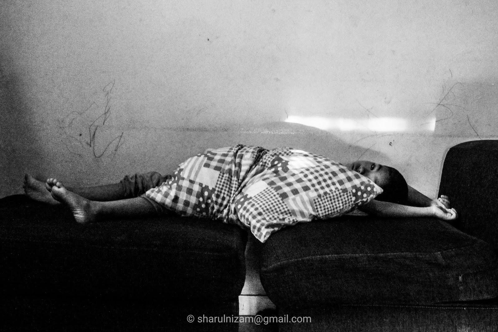Foto Hitam Putih Seorang Hafiz