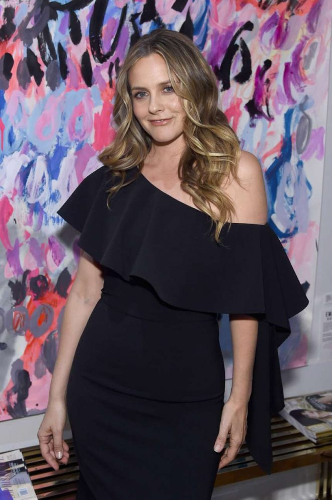 Alicia Silverstone Looks Hot in Black Outfit