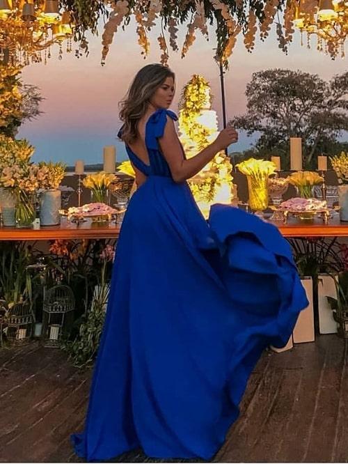 vestido de festa longo azul fluido