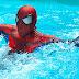 Lelaki Ini Berenang Ke Tempat Kerja Kerana Jalan Sesak