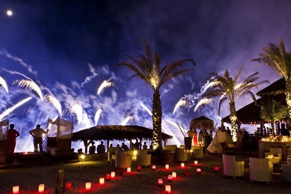 Beach Wedding In Santorini Weddings In Greece