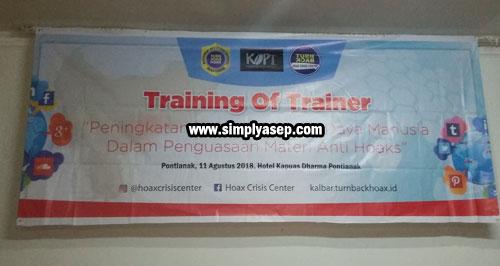 BANNER : Spanduk Training Of Training (TOT) Hoax Crisis Center (HCC) Kalimantan Barat tanggal 11 Agustus 2018 di Kapuas Darma Pontianak sempat diambil gambarnya. Photo Asep Haryono