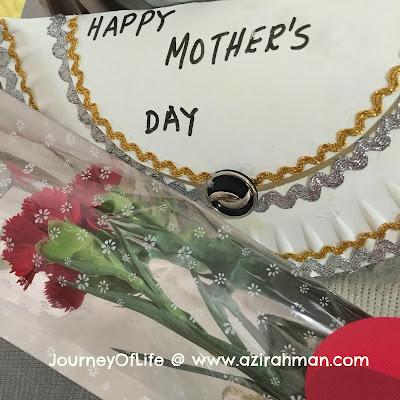 terima kasih kerana menghargai aku sebagai ibu, selamat hari ibu, raikan ibu anda