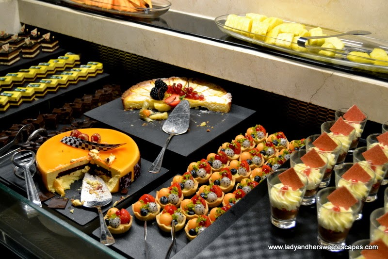 cakes and pastries at Na3Na3 The Address Dubai Mall