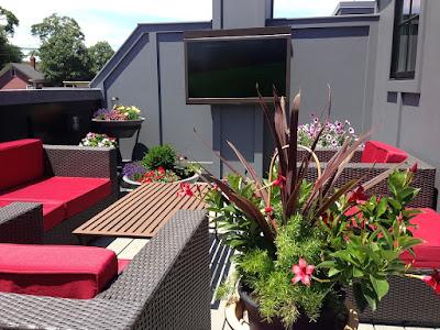 pixabay.com/en/terrace-veranda-balcony-roof-1229212