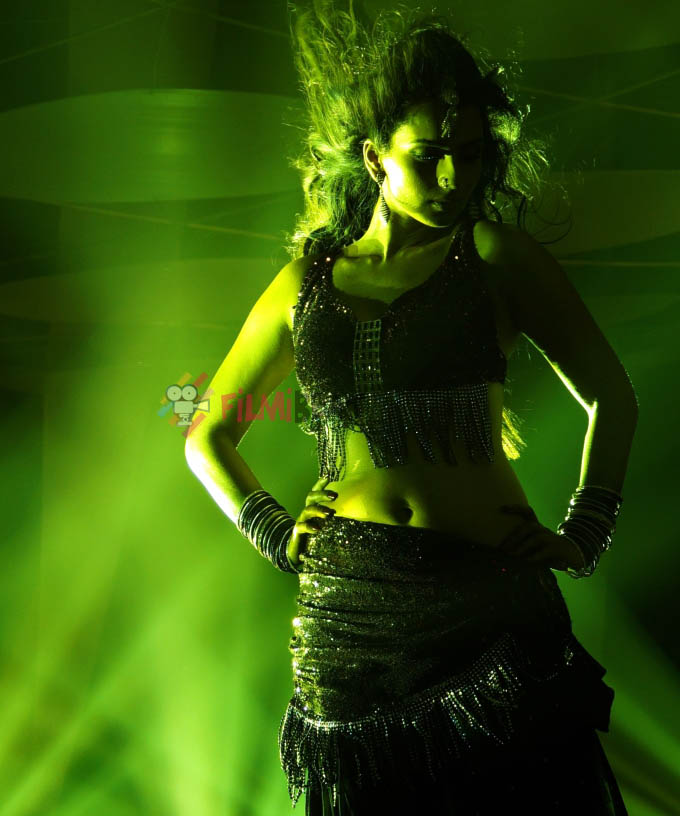 Sruthi Hariharan Latest Hot Navel Show Photos « Mallufun.com