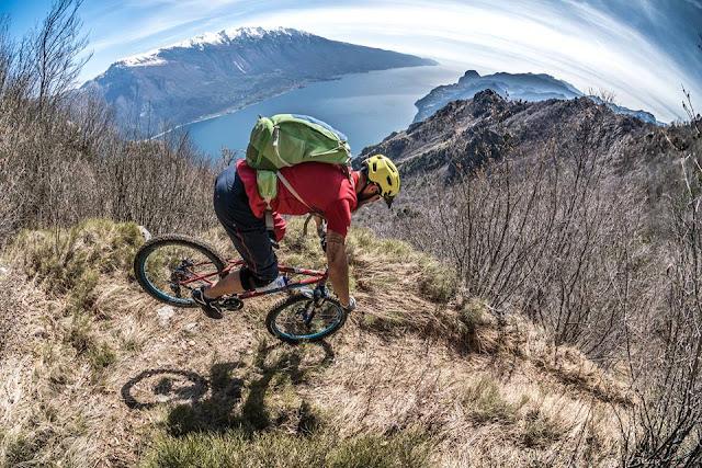 aussicht über den kompletten gardasee mtb mountainbike monte guil