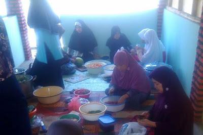 Idul Adha, Asyiknya Masak dan Makan Bersama Tetangga