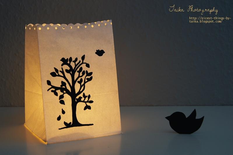 Lichttüte kahler Baum und Vögel