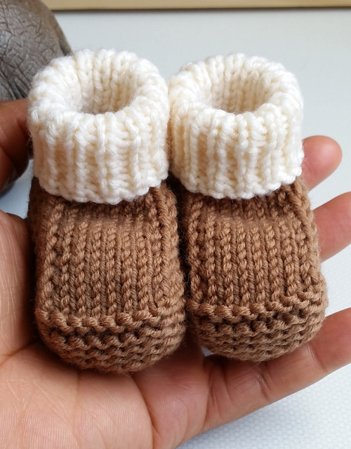 Newborn Booties - Free Pattern