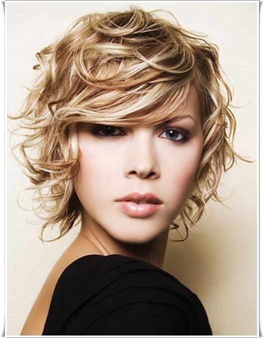 Blonde asymmetrische Frisuren 2016