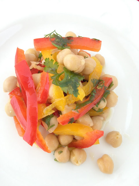 Sweet kwisine, pois chiches, salade, poivrons, coriandre