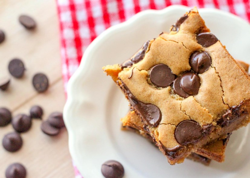 Chocolate Chip Cookie Bars #cookies #desserts
