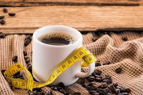O café pode alterar a percepção de sabor, fazendo com que a pessoa exagere no açúcar, segundo um novo estudo